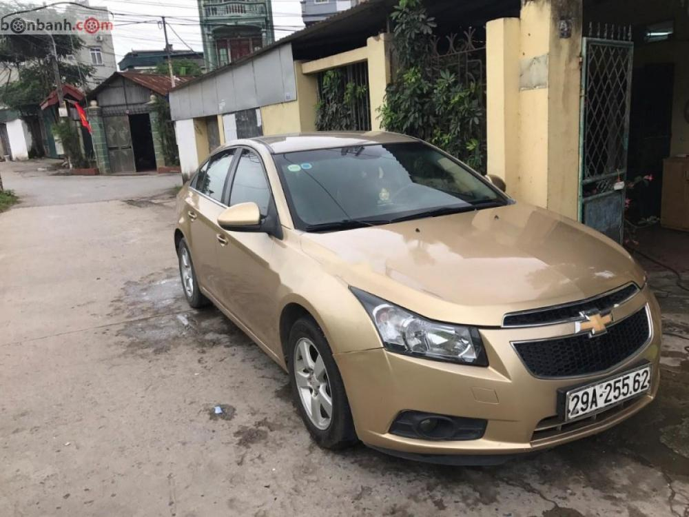 Bán xe Chevrolet Cruze LS sản xuất 2010, màu vàng số sàn