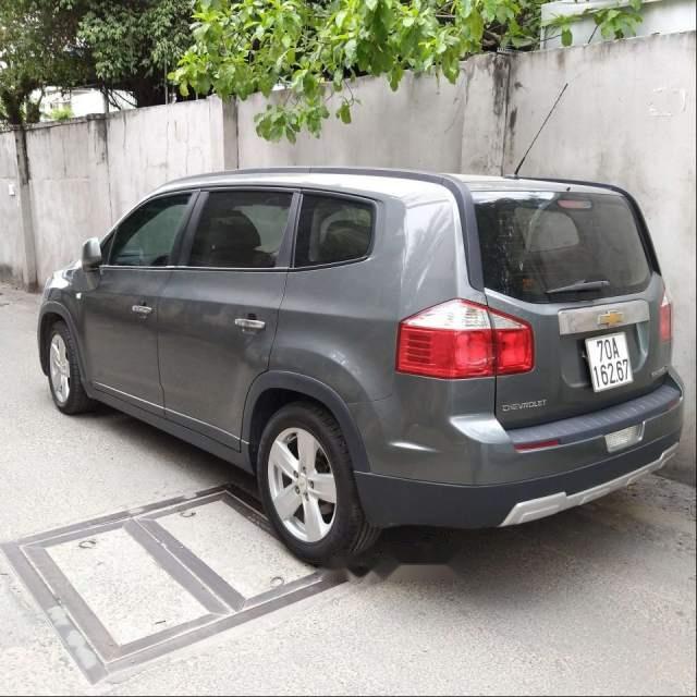 Cần bán gấp Chevrolet Orlando MT năm sản xuất 2012, màu xám, xem xe thương lượng
