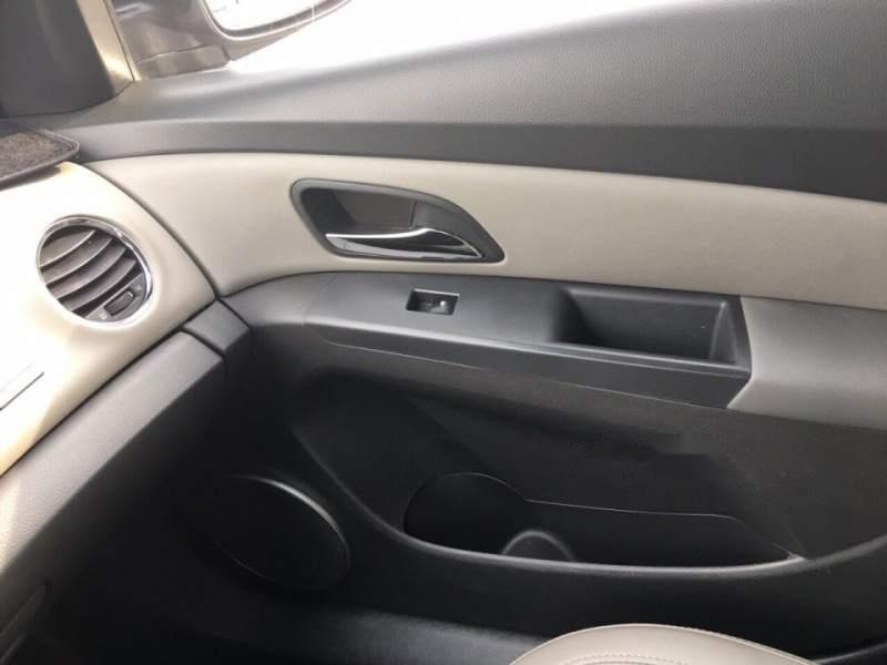 Cần bán xe cũ Chevrolet Cruze đời 2011, màu đen