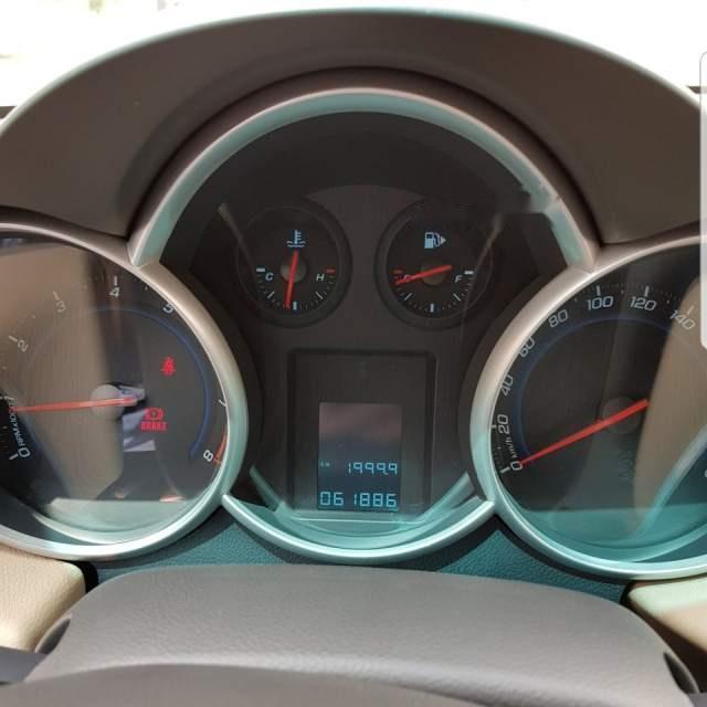 Cần bán gấp Chevrolet Cruze sản xuất năm 2011, màu trắng, đi đúng 61000 km