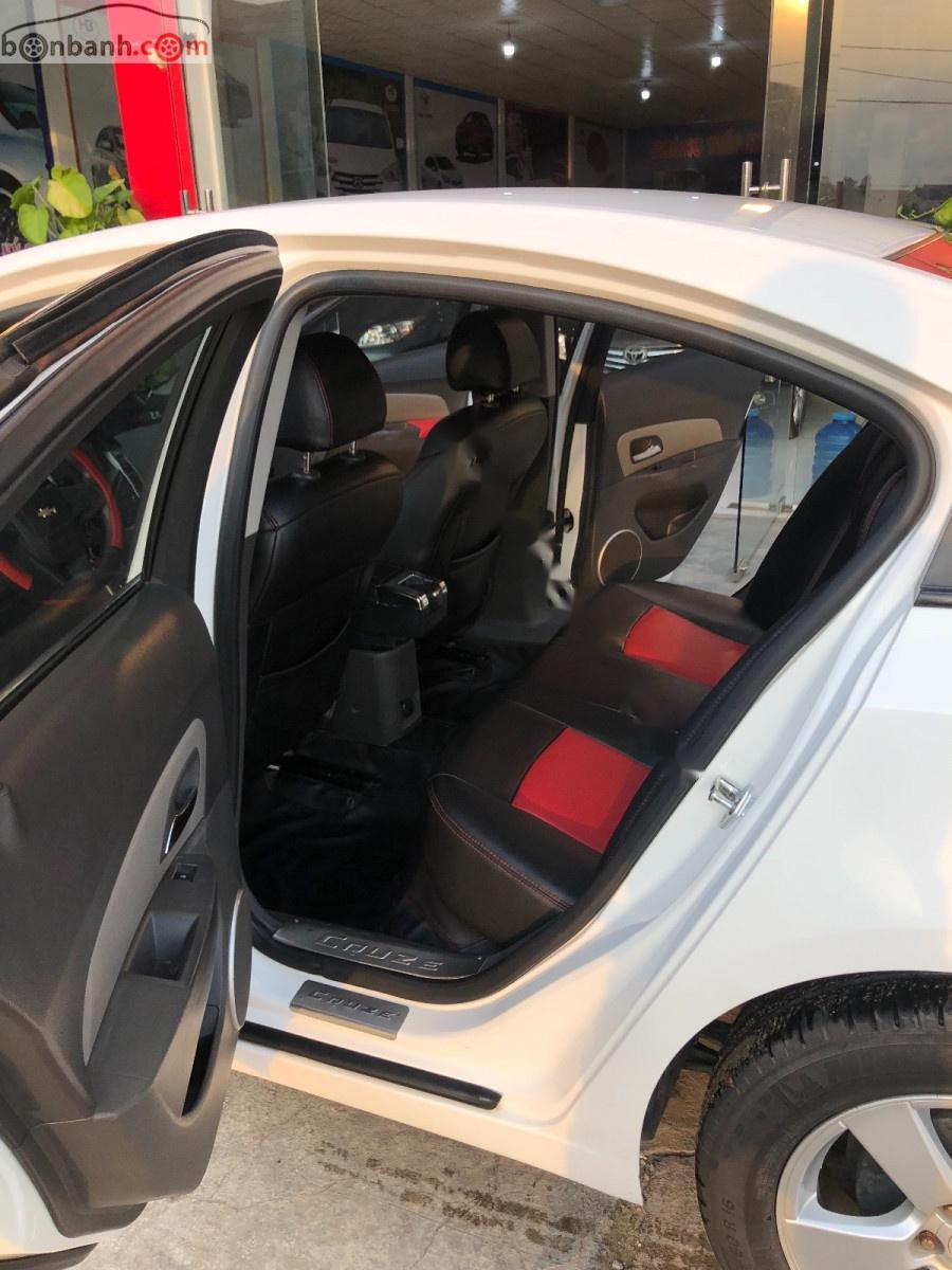 Bán Chevrolet Cruze sản xuất năm 2011, màu trắng xe còn mới lắm