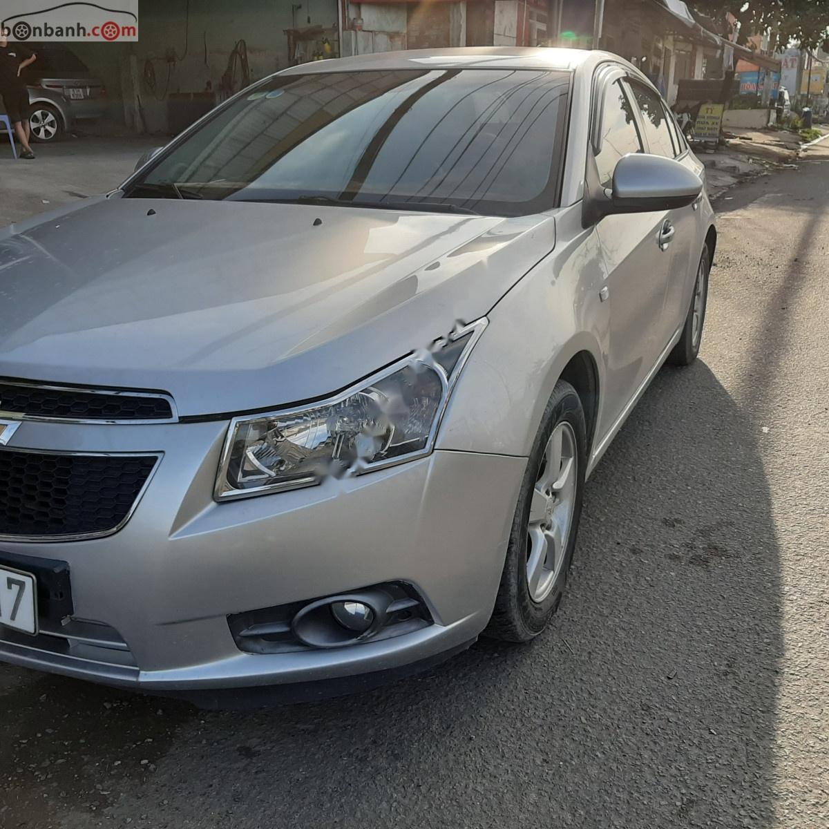Bán xe Chevrolet Cruze sản xuất 2014, màu bạc, giá chỉ 325 triệu xe còn mới nguyên