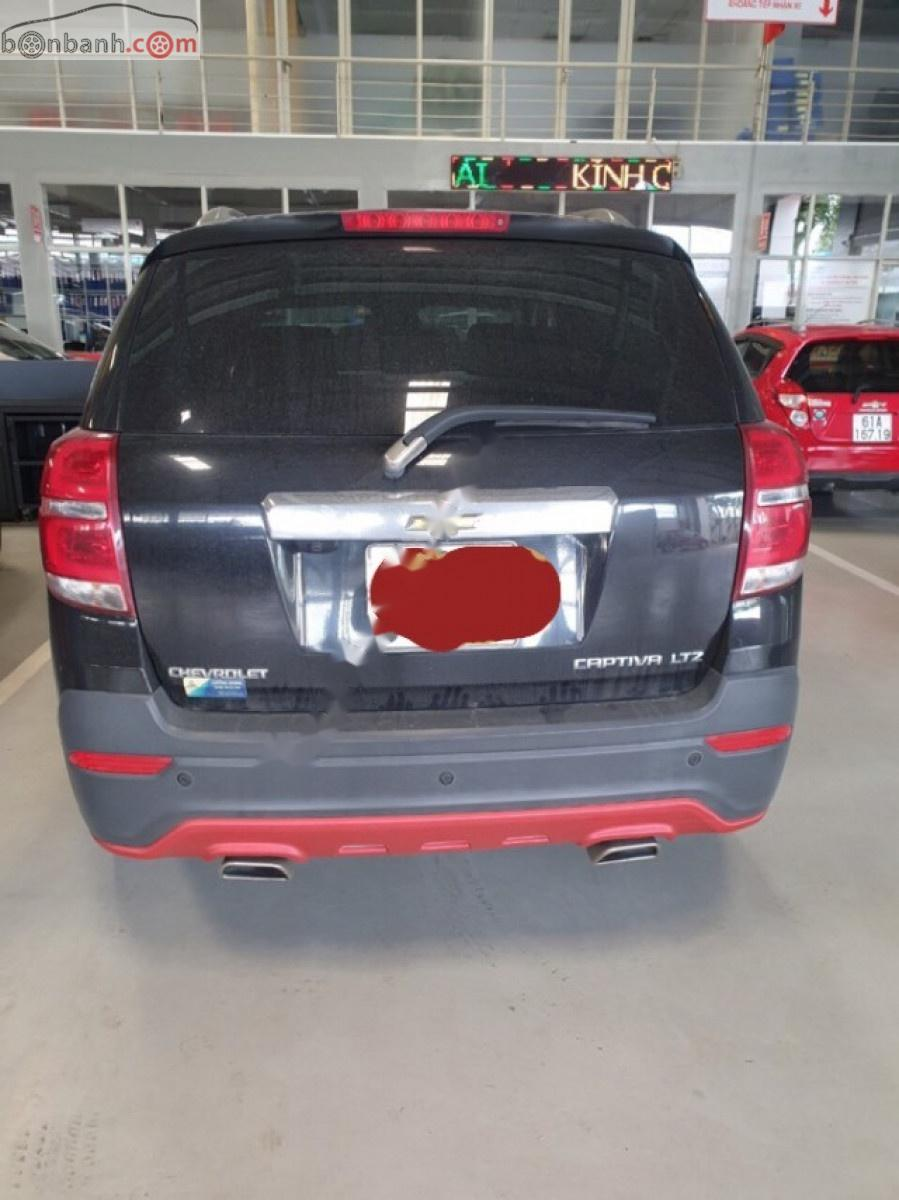 Cần bán xe cũ Chevrolet Captiva sản xuất 2016, màu đen