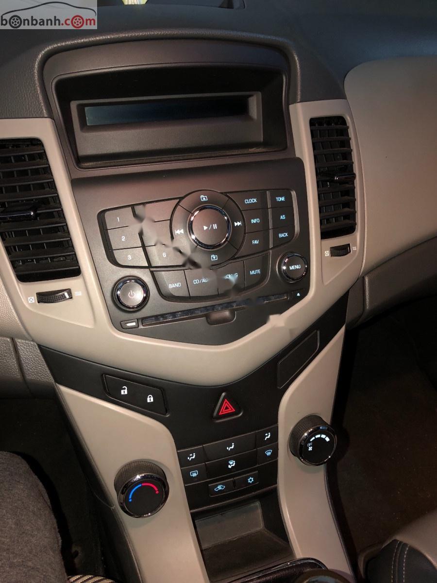 Bán Chevrolet Cruze năm 2011, màu đen, chính chủ, 300 triệu
