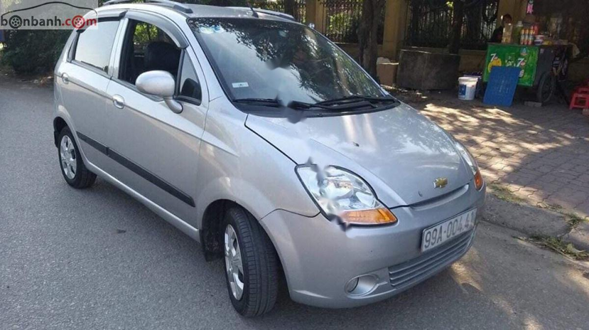 Cần bán Chevrolet Spark sản xuất 2011, màu bạc số tự động