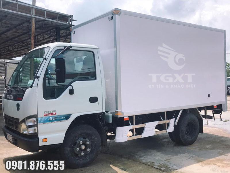 Xe tải Isuzu QKF thùng dài 3m6 ngân hàng hỗ trợ vay 80%