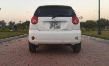 Cần bán xe Chevrolet Spark đời 2015, màu trắng xe còn mới nguyên giá 145 triệu tại Hưng Yên